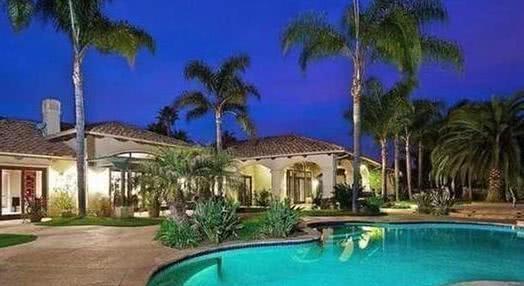 观赏张纪中实际中的家房子坐拥泳池和花园家里大得像个度假村